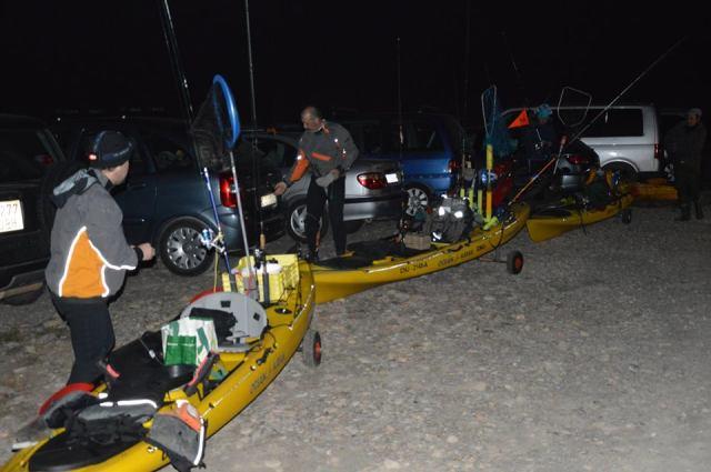 preparando kayaks
